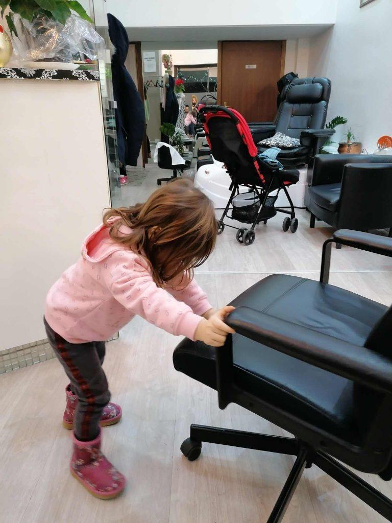 si possono portare bambini al lavoro