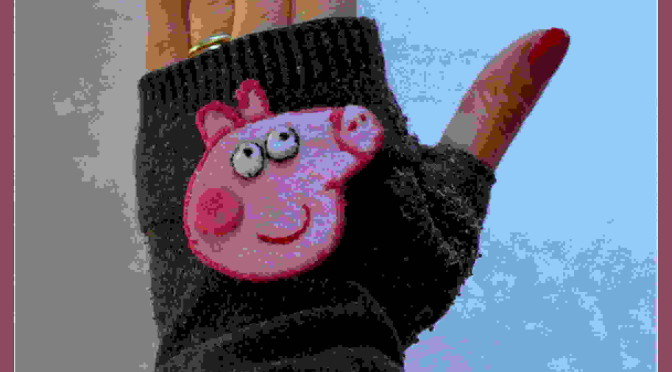 guanti fai da te di peppa pig ottenuti da una vecchia calza tutorial creatività